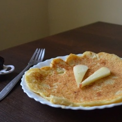 Cheesecake omelette with apple and plum jam - low-cal, healthy, delicious.