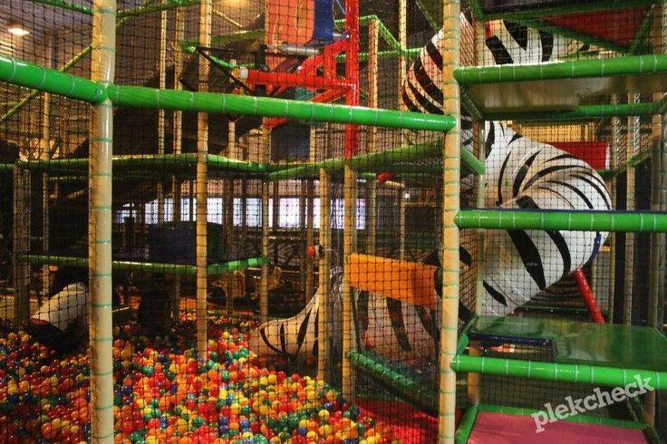 Indoor speeltuinBinnenspeeltuin Monkey Town in Gouda is een overdekt speelparadijs voor kinderen tot circa 12 jaar. Het is een heerlijke plek voor kinderen om te spelen, klimmen en klauteren. Kinderen kunnen bij Monkey Town klauteren op een groot klimkasteel, kruipen door tunnels en springen op de springkussens en de trampolines. Ook is er superlego aanwezig …