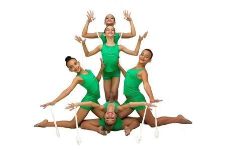 La ginnastica ritmica è una disciplina sportiva nata all'inizio dell'Ottocento e ispirata alla danza. Gli esercizi sono organizzati su base musicale e vengono effettuati sia a corpo libero che con attrezzi specifici. Gli eventi agonistici richiedono all'atleta l'esecuzione di esercizi sul ritmo di un brano musicale. Durante gli esercizi, l'atleta deve risultare armonioso nei movimenti e abile nell'uso dei vari attrezzi. Gli attrezzi utilizzati sono la palla, il cerchio, le fune, il nastro e…