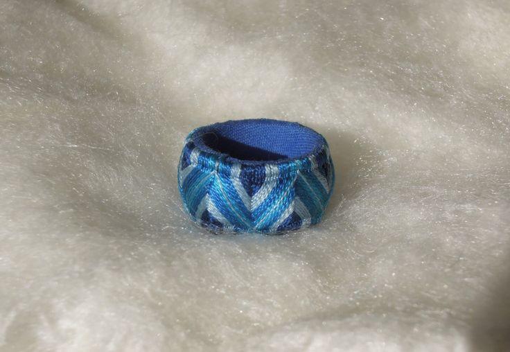 Yubinuki  指ぬき ゆびぬき - Bague en fil de soie - Hand made - sky blue - Dè à coudre traditionnel par YubinukiROYAL sur Etsy https://www.etsy.com/fr/listing/251796241/yubinuki-zhnukiyubinuki-bague-en-fil-de