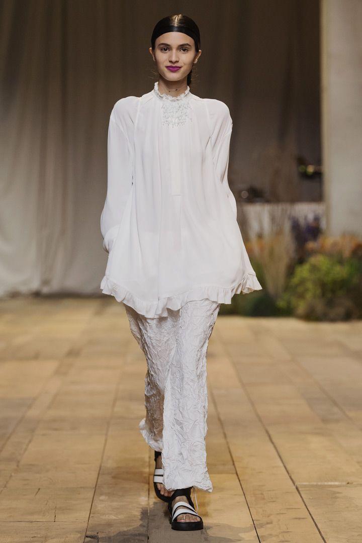 H&M ha presentado su colección para esta primavera/verano en la semana de la moda de París. Según la marca sueca este verano será blanco, negro y rosa
