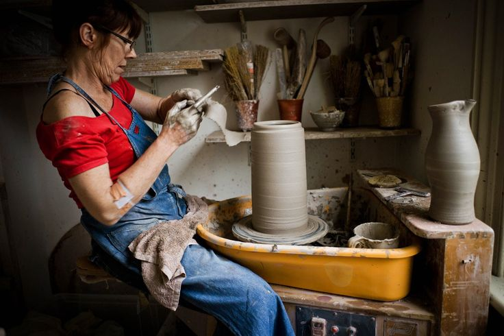 To celebrate Lisa Hammond's amazing new MBE award, we made a studio tour looking at Lisa's fantastic Maze Hill Pottery. Find out more here.