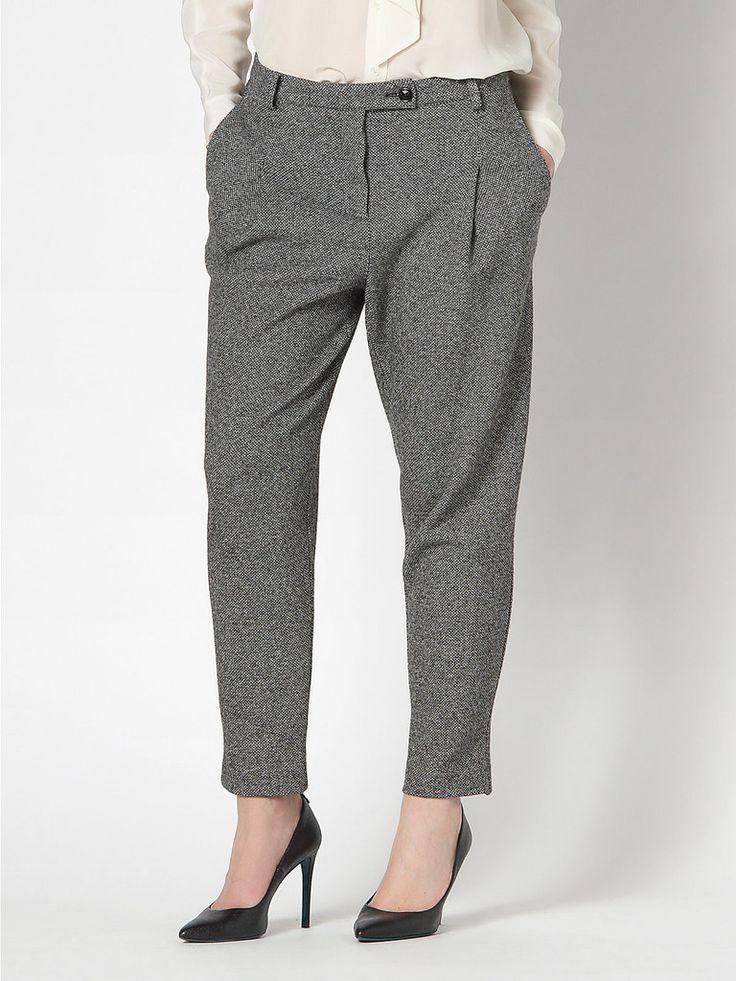 Pantalone elegante nero Patrizia Pepe Autunno Inverno 2015, nelle taglie 38,40,42,44,46, vita alta, vestibilità skinny (stretta), occasione elegante
