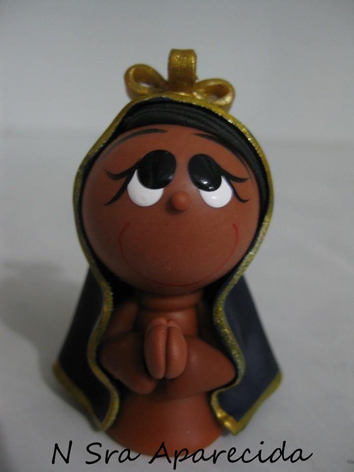 A padroeira do Brasil Nossa Senhora Aparecida feita por Vania Rempto de porcelana fria