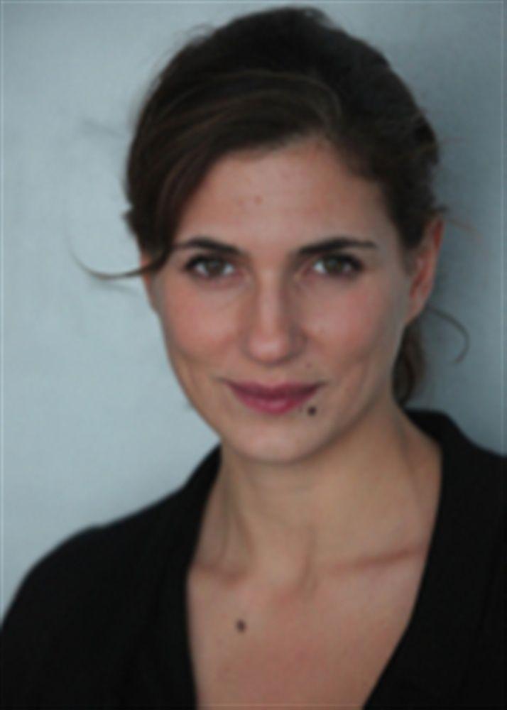 Emmanuelle Galabru- Fiche Artiste  - Artiste interprète - AgencesArtistiques.com : la plateforme des agences artistiques