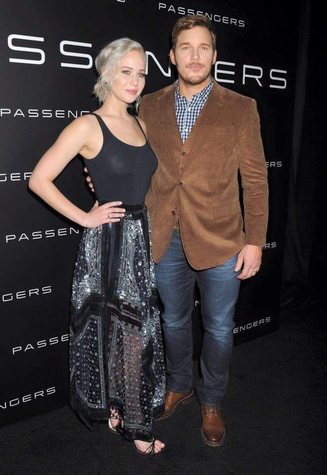 "Jennifer Lawrence and Chris Pratt in the presentation of ""Passengers"" Their new upcoming movie! 13/04/16 ."