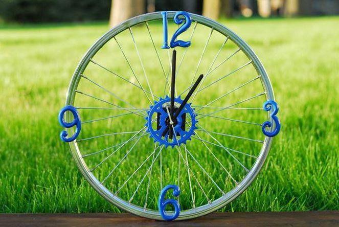 Et enfin : une superbe horloge tirée d'un pneu de bicyclette