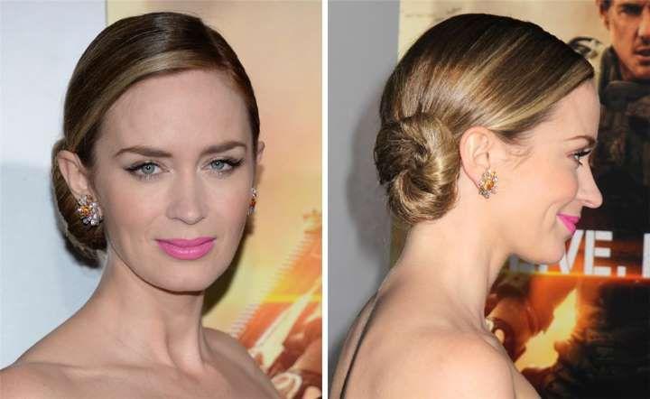 Emily Blunt está radiante con este peinado. Todo el cabello engominado lo recoge en un moñete latera... - MujerHoy