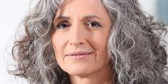 Vrouwen kiezen steeds vaker voor natuurlijk grijs. En waarom ook niet? Grijs haar staat goed bij oud én jong. Maar een goede verzorging is wel van belang.