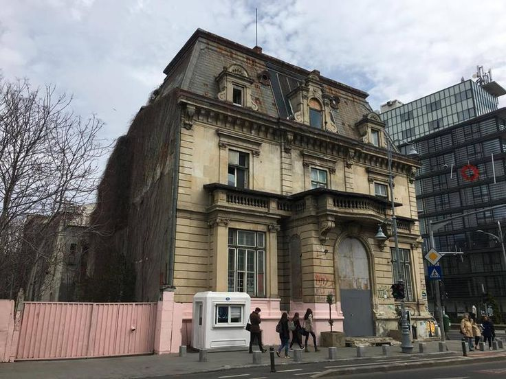 Fostul Casino Victoria vopsit in roz