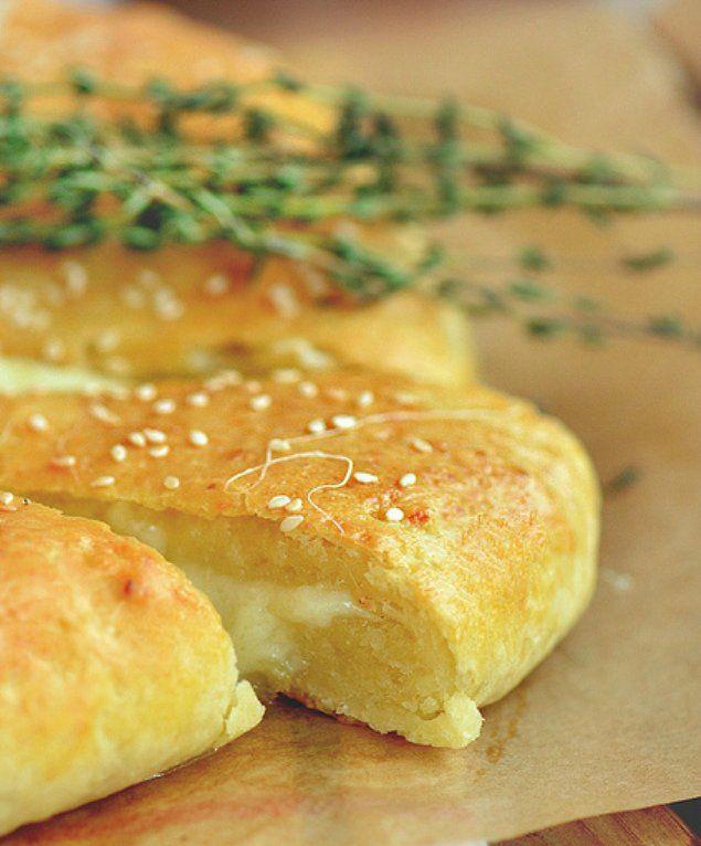 Вкуснейшая сырная лепешка из творожного теста