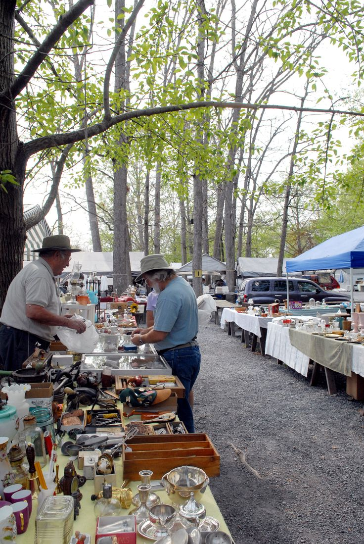 Shupp's Grove is a huge outdoor flea market in Adamstown, Pa. with antiques, collectibles and thrifty finds.
