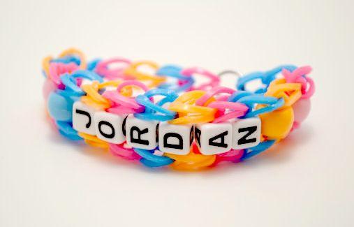 How-to: Personalized beaded rainbow loom bracelet.Beads Rainbows, Loom Ideas, Loom Kits, Names, Rainbows Loom Bracelets, Personalized Beads, Advanced Rainbows, Rainbow Loom Bracelets, Loom Patterns
