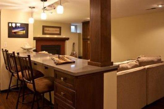 Frühstücksbar im Keller über der Couch, #couch #der #Frühstücksbar #Keller #Recreationalroom…