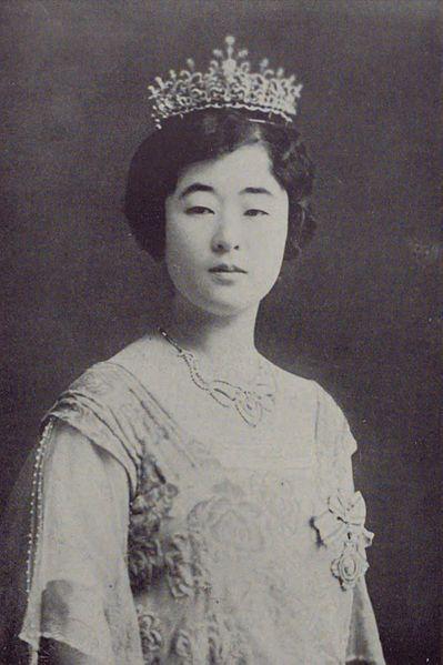 李方子、Princess Masako was a leading candidate to wed the crown prince of Japan, the future Emperor Hirohito.  Princess Masako was selected instead to wed Crown Prince Euimin of Korea who had been held by Japanese government under the name of studying abroad in 1916. The wedding was held on 28 April 1920, at Korean King's Palace in Tokyo