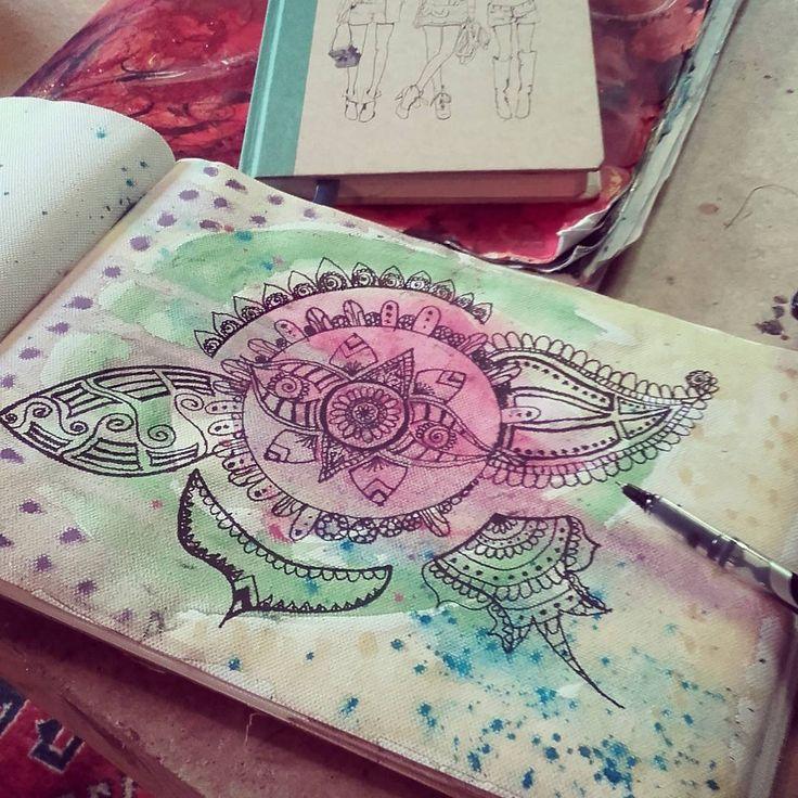 Drawing wonky patterns, because life isn't symmetrical  #zen #woman #drawing #painting #art #creating #