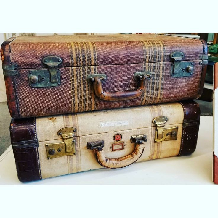 Vintage suitcases as travel wedding decor theme for pilot wedding