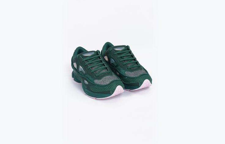 """The German firm Adidas joined with Raf Simons to create an audacious collection. This collaboration knocks down the fashion codes with sneakers that have already become symbolic. Shoes from Raf Simons. Model """"Osweego 2"""", in collaboration with Adidas. Green. Leather, mesh and synthetic. EU 42 2/3 = US 9 = UK 8,5"""