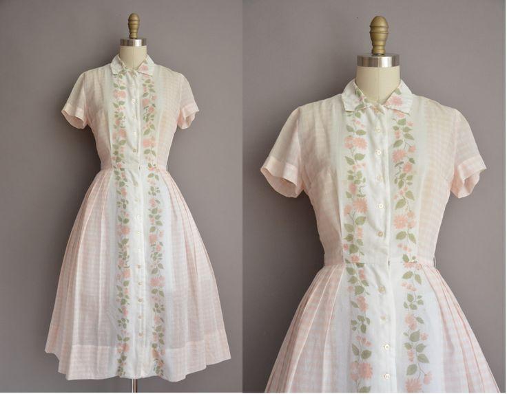 Darling vintage jaren 1950 semi pure katoen kleding door Nancy Green, knop aan de voorkant voor sluiting, vleiende gesmoord taille past,