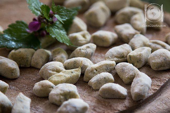 Nettle & potatoes handmade gnocchi - Gnocchi di patate e ortica - Le ricette di GlocalTaste.com
