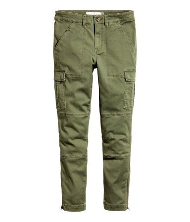 Khaki green. Cargo pants in stretch cotton twill. Zip fly with button, side pockets, and leg and back pockets with flap and snap fastener. Decorative