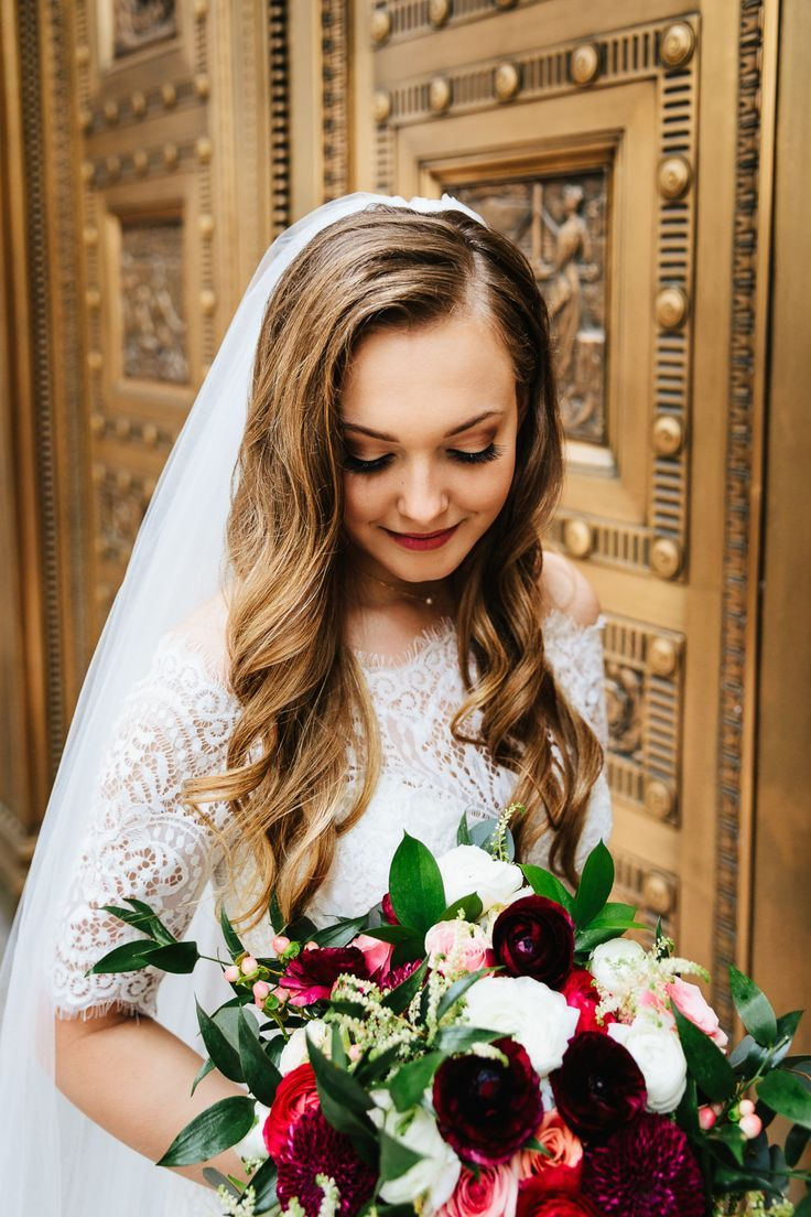 Bridal hair inspiration, long elegant curls, elegant wedding hairstyle, wedding veil, golden highlights, follow this board for more bridal hair inspir