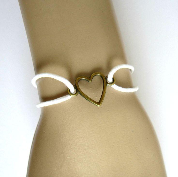 Bracelet minimaliste cordon coton ciré blanc, coeur bronze, noeuds coulissants, mariage, cadeau romantique : Bracelet par color-life-bijoux