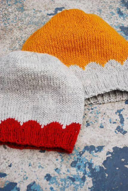 Free knitting pattern for these sweet scalloped beanies: From Maria Carlander.