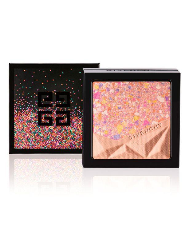 'Le Prisme Visage Color Confetti' con nácares para atenuar los signos de fatiga. De Givenchy.