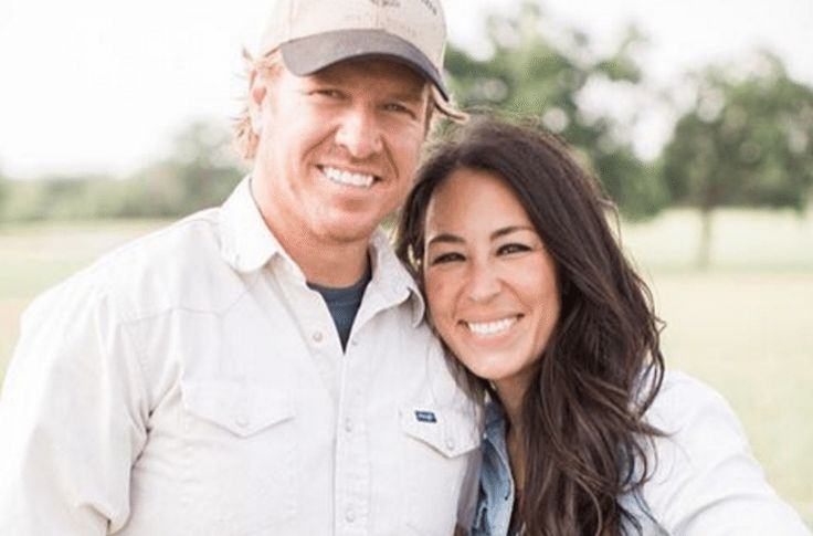 The story of how Chip and Joanna Gaines met and fell in love will warm your heart.