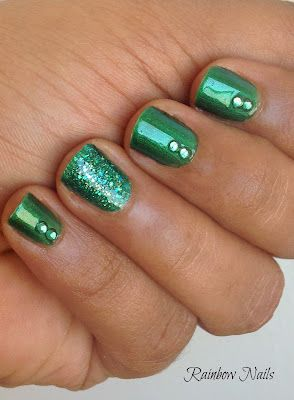 Love the glitter accent nail! Good for St. Patricks Day!
