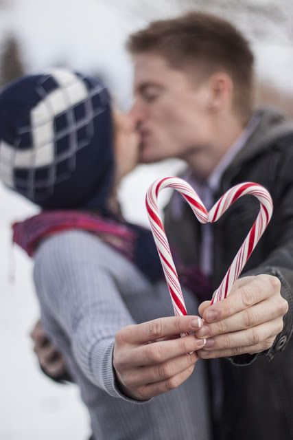 you don't necessarily have to kiss and make candy cane hearts, have all the little ones line up and make hearts or do this with your girlfriends!