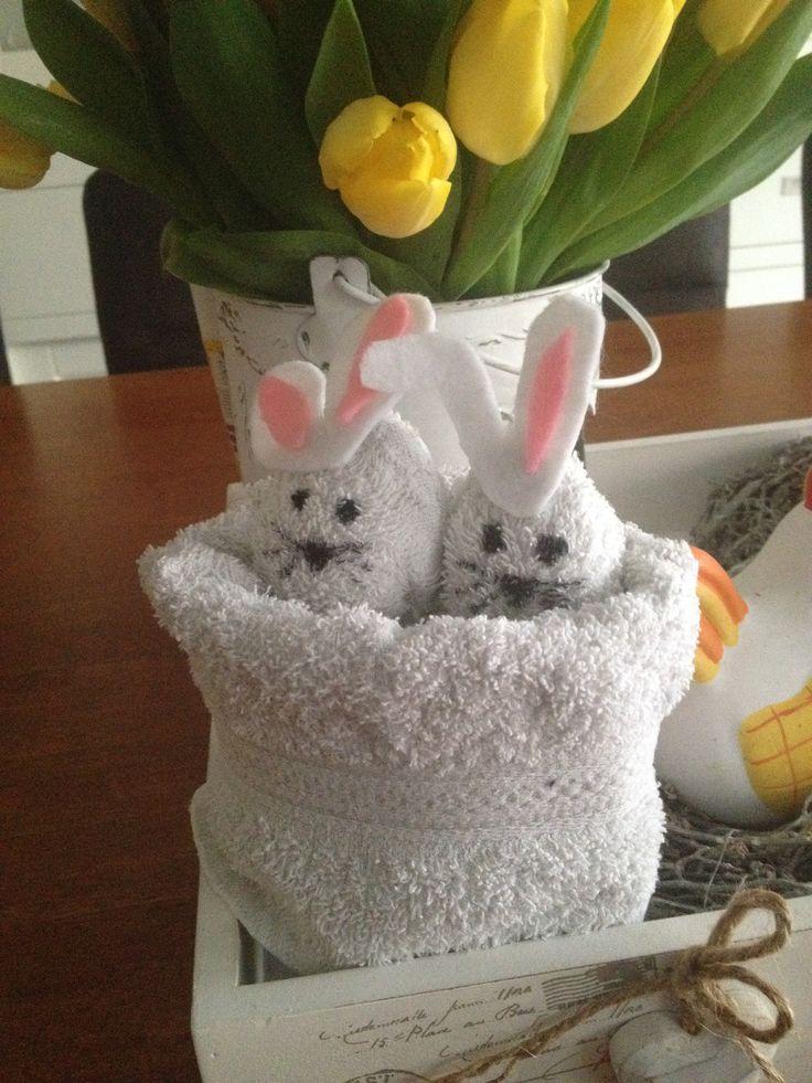 Nestje konijnen (kan ook kuikens), gemaakt van 1 washandje.