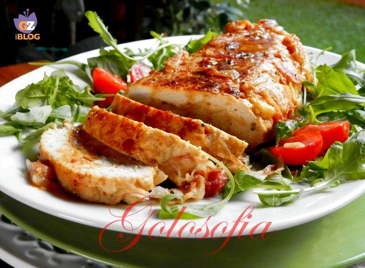 Polpettone di tacchino ripieno di mozzarella e avvolto nella pancetta; un secondo semplice e molto gustoso!