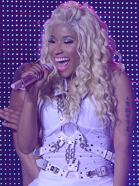 Nicki Minaj Pulls Plug on U.K. Concerts to Rest Vocal Cords Like this.