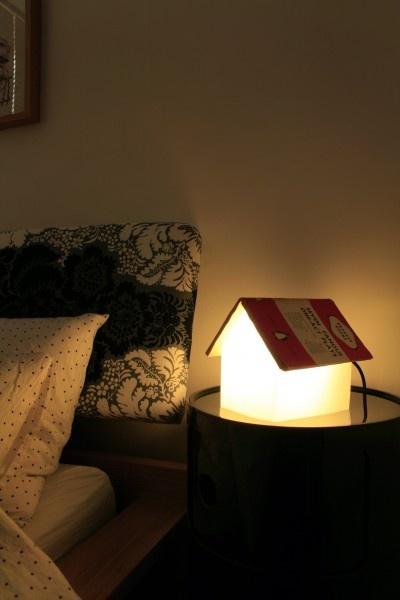Lampa de citit/suport carte BOOKREST  http://www.homedeco.ro/produse/2-accesorii-decorative/135-lampi-electrice/3125-lampa-de-cititsuport-carte-bookrest.html