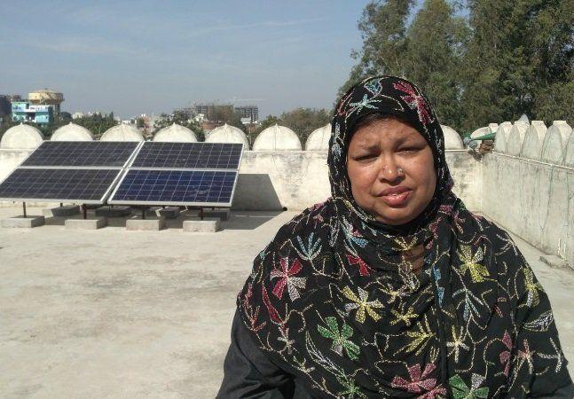 Construída há 20 anos, a Mesquita Ambar é a primeira mesquita feminina da Índia. Ela fica na cidade de Lucknow, no estado de Uttar Pradesh. Na região, 38% da população declara enfrentar cortes de energia diários, enquanto mais da metade das pessoas enfrenta cortes semanais. Mas a mesquita encontrou uma maneira sustentável de não sofrer com a falta de luz: instalando painéis solares. O espaçojá desempenha um papel importante ao abordar temas relacionados aos direitos das mulheres na…