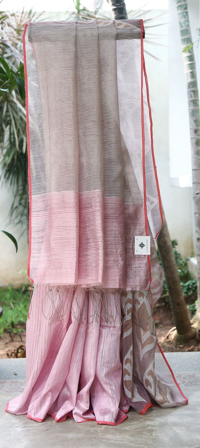 SALMON PINK IRIDESCENT RED AND WHITE HALF AND HALF MATKA SILK HAS LONG KORA PALLU WITH INTRICATE JAMDANI WHITE AND GOLD BUTTAS GIVES DAZZLING FINISH.THE RED SELVEDGE UPLIFTS THE LOOK OF THE SAREE