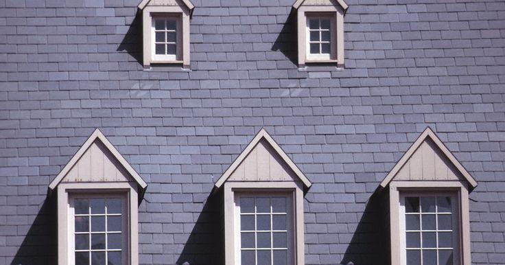 Qual a comparação de preço entre telhados de asfalto e metal?. Telhado de metal é tradicionalmente mais caro que telhado de asfalto, mas o custo é compensado pelos benefícios que o telhado de metal oferece. Metal sempre durará mais que as telhas de asfalto, mas em geral, restam vantagens e desvantagens ligados aos dois tipos de cobertura.