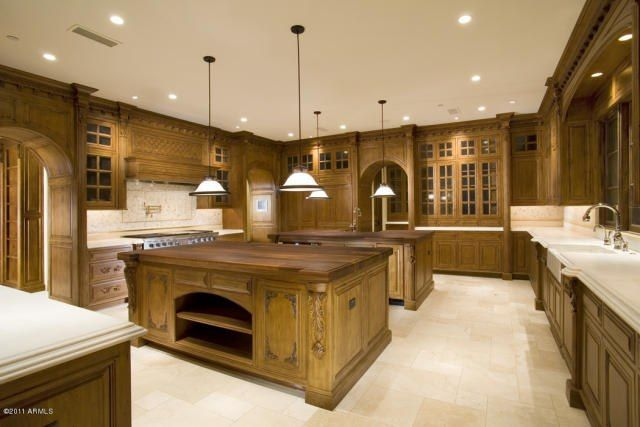 Big Kitchen. Home. Kitchen. Home Idea. Kitchen Idea. Kitchen Design. Kitchen  Islands. Tons Of Storage. Lots Of Counter Space. Cabinets. Pendant Ligu2026