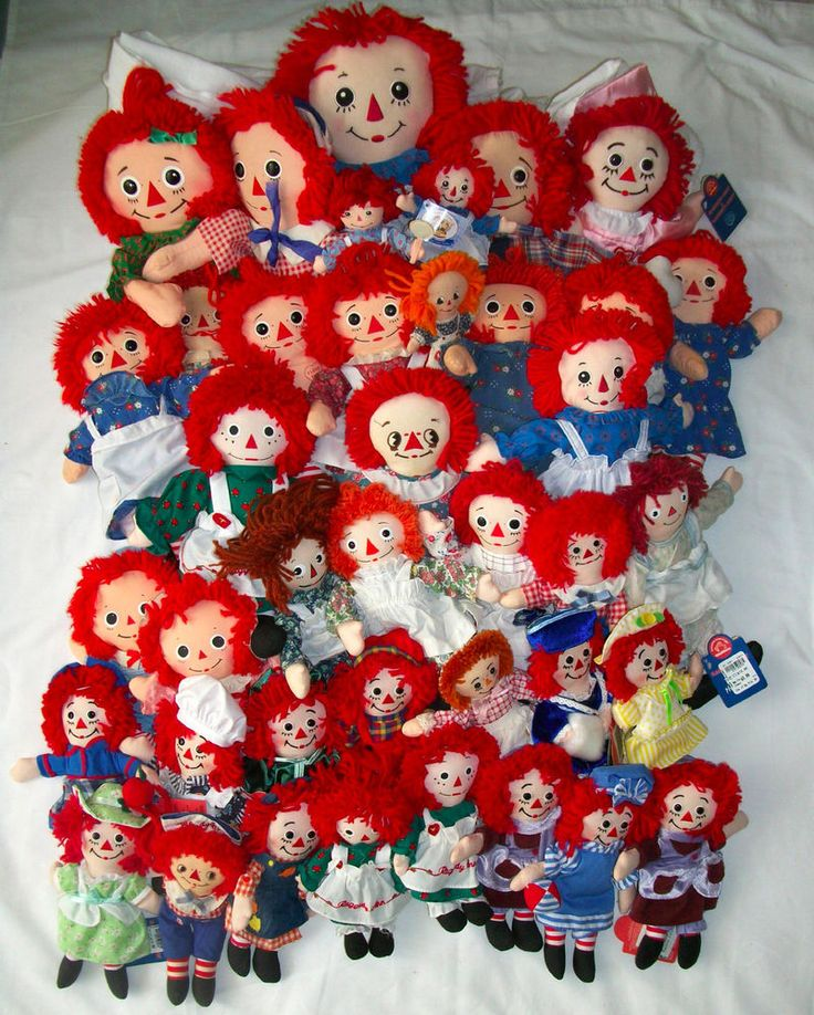 COLLECTION OF RAGGEDY ANN AND ANDY DOLLS LARGE VARIETY LOT OF 40