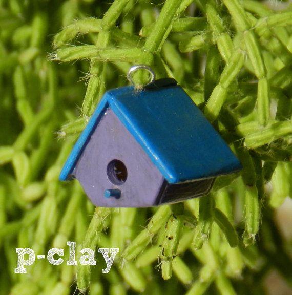 Birdhouse Nest Box Bird nest blue & violet. Miniature made of wood (1:12) by Pclayplay. Casa nido para pajaros azul y violeta. Miniatura realizada en madera por Pclayplay (1:12)
