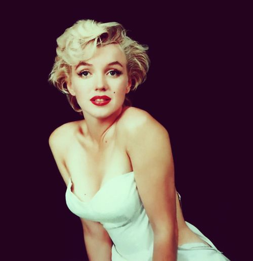 she is an ICONMarilyn Monroe, Post, Favorite Things, Style, Beautiful Women, Icons, Real Beautiful, Blog, Beautiful People