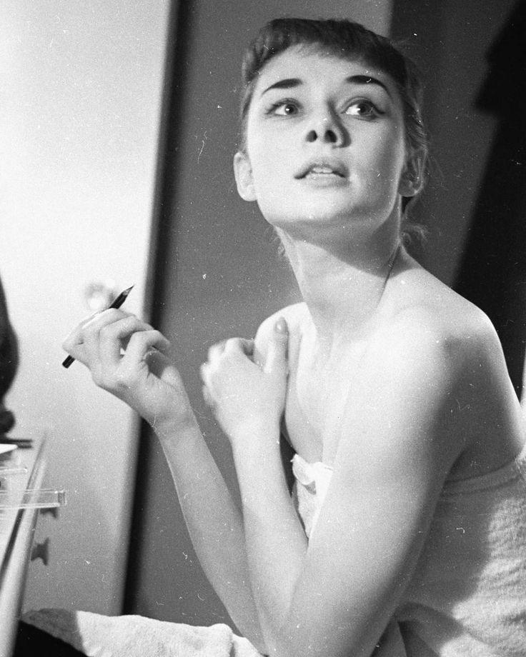 Audrey Hepburn photographed by George Douglas in New York while starring Gigi on Broadway 1952. - #AudreyHepburn #Cinema #Movie #ClassicMovies #ClassicHollywood #OldHollywood #Vintage #VintageHollywood #VintageFilm #VintageMovies #Hollywood #GoldenAgeCinema #GoldenAgeOfHollywood #OldMovies #GoldenAge #GoldenEra by sweetaudreyhepburn