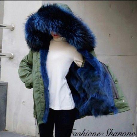 Manteau kaki avec fourrure bleue 450€ Frais de port gratuit