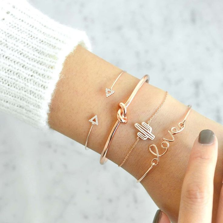 Charming bracelet which will make your hand look elegant.