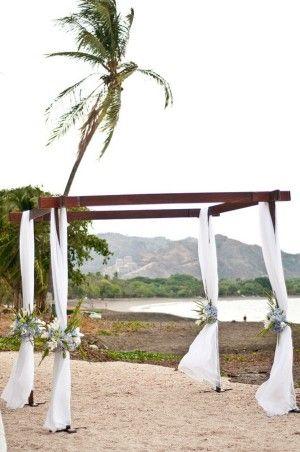simple ceremony decor + amazing view  #wedding #costarica #destinos     http://destinos-blog.com