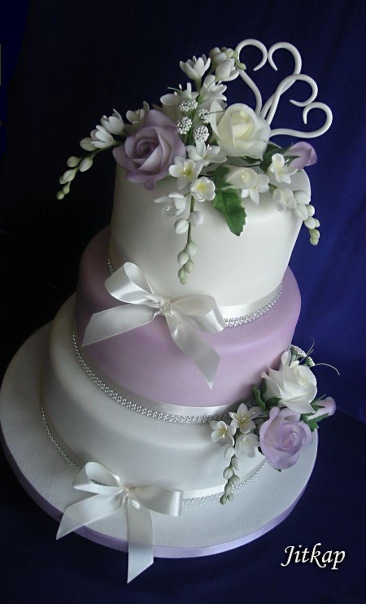 Svatební bílo-fialový, růže a frézie