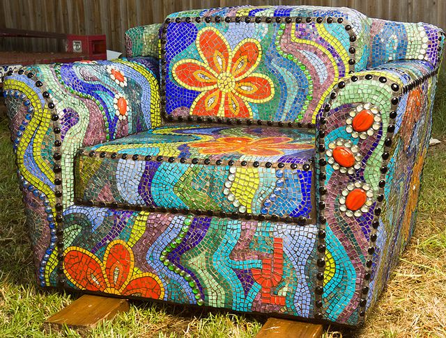 SIT YOUR ART DOWN - front by Julee Latimer, via Flickr   *Such craftsmanship and patience!*