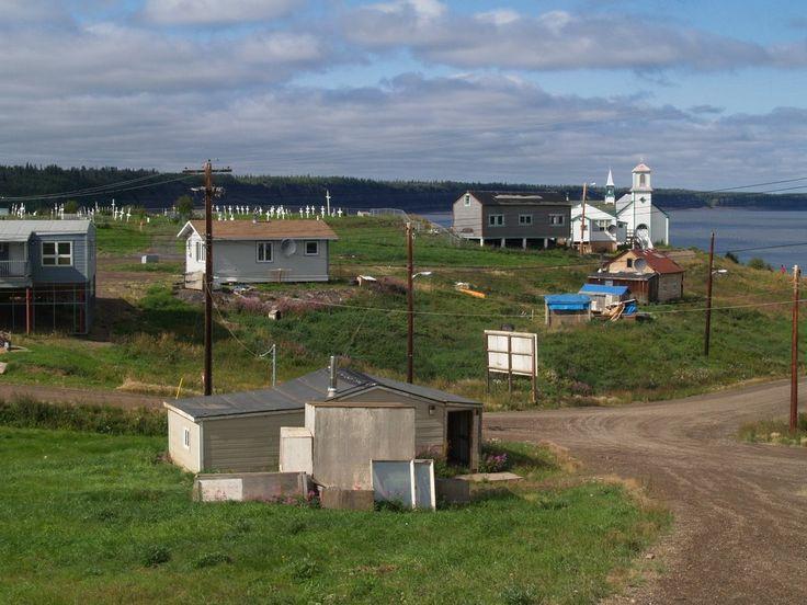 Tsiigehtchic tem uma população de 143 pessoas. Territórios do Noroeste, Canadá.